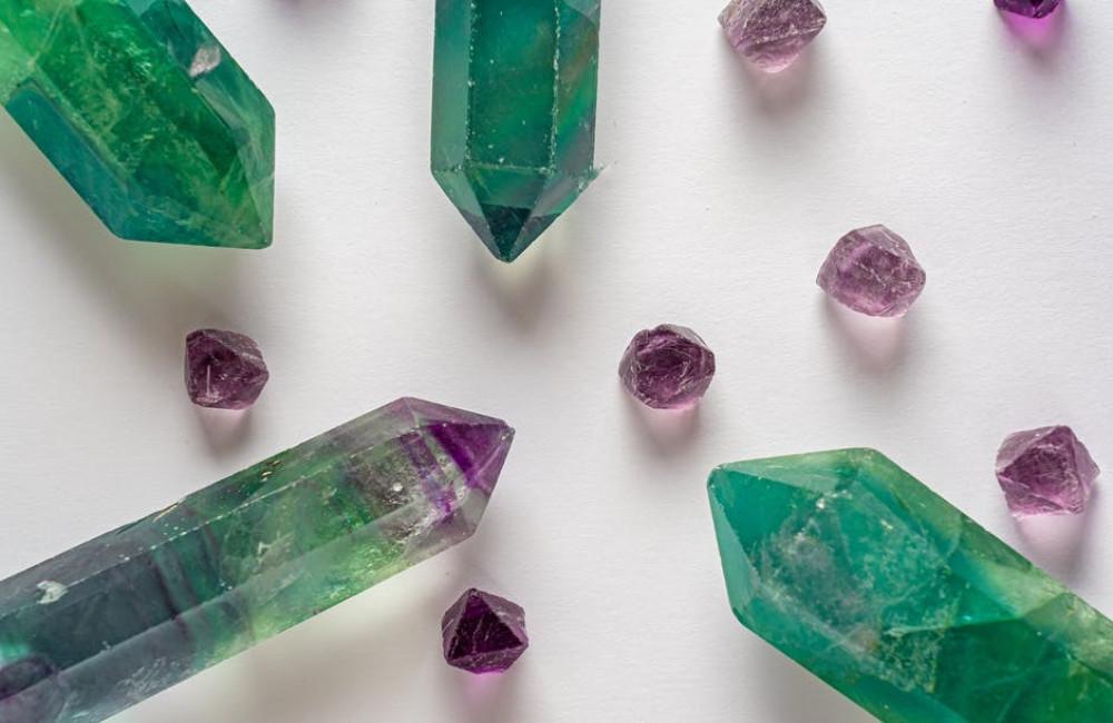 Van rituelen tot therapie: hoe kristallen worden gebruikt om goede energie aan te trekken